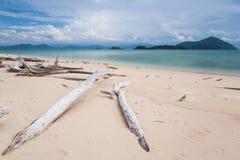 Συνδέεται την παραλία Υπόβαθρο νησιών και σύννεφων Στοκ φωτογραφία με δικαίωμα ελεύθερης χρήσης