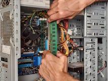Συνδέοντας κριός με τον υπολογιστή Στοκ φωτογραφία με δικαίωμα ελεύθερης χρήσης