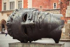 Συνδεδεμένο έρωτας μνημείο στην Κρακοβία στοκ φωτογραφίες με δικαίωμα ελεύθερης χρήσης