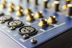 Συνδετήρας εισαγωγής του ακουστικού αναμίκτη Στοκ φωτογραφία με δικαίωμα ελεύθερης χρήσης