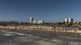 συνδετήρας ταινιών κινηματογράφων 4k Timelapse του πλήθους στην παραλία Καλιφόρνια ανθρώπων μήκους σε πόδηα τουρισμού ταξιδιού Sa απόθεμα βίντεο