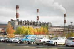 Συνδυασμένοι οργασμός και ισχύς στην πόλη Apatity. Ρωσία στοκ εικόνες
