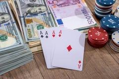 Συνδυασμοί πόκερ - τσιπ, paly κάρτα, χρήματα Στοκ φωτογραφίες με δικαίωμα ελεύθερης χρήσης