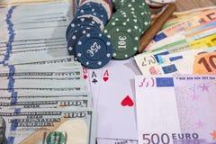 Συνδυασμοί πόκερ - τσιπ, paly χρήματα καρτών Στοκ Εικόνες