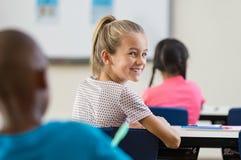 Συνεδρίαση κοριτσιών μαθητών στην τάξη Στοκ φωτογραφία με δικαίωμα ελεύθερης χρήσης