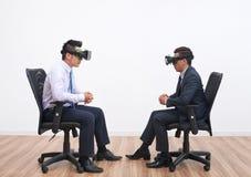 Συνεδρίαση στην εικονική πραγματικότητα στοκ φωτογραφίες με δικαίωμα ελεύθερης χρήσης