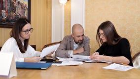 Συνεδρίαση της εργασίας Οικονομικός έλεγχος σε μια μεγάλη επιχείρηση, λογιστικός έλεγχος απόθεμα βίντεο