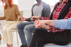 Συνεδρίαση της ομάδας στήριξης Κύκλος εμπιστοσύνης Στοκ φωτογραφία με δικαίωμα ελεύθερης χρήσης