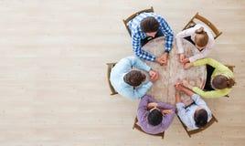 Συνεδρίαση του 'brainstorming' ομαδικής εργασίας στοκ εικόνα