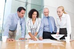 συνεδρίαση των επιχειρηματικών μονάδων στοκ φωτογραφία με δικαίωμα ελεύθερης χρήσης