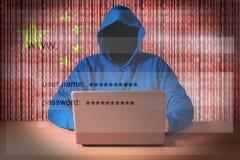 Συνεδρίαση χάκερ μπροστά από ένα lap-top στοκ εικόνες με δικαίωμα ελεύθερης χρήσης