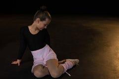 Συνεδρίαση Ballerina στο στάδιο Στοκ Φωτογραφίες