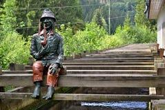 Συνεδρίαση goblin νερού στο ξύλινο millrace Στοκ φωτογραφία με δικαίωμα ελεύθερης χρήσης