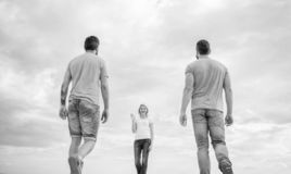 Συνεργάτης επιλογών γυναικών Παραγωγή της επιλογής ζωής Υπολογίστε που χρονολογούν τον πηγαίνοντας καλό φίλο Ανύπαντρη που επιλέγ στοκ εικόνες με δικαίωμα ελεύθερης χρήσης