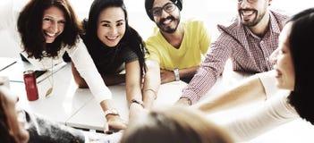 Συνεργασία που απολαμβάνει την έννοια συνεργασίας συμμετοχής στοκ εικόνα