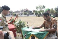Συνεργασία Symbolization μεταξύ των τοπικών ανώτερων υπαλλήλων και του στρατού στοκ εικόνες