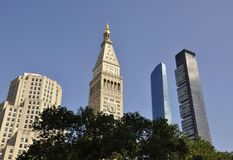 Συνερχόμενος πύργος ζωής και ένα πάρκο του Μάντισον στο της περιφέρειας του κέντρου Μανχάταν από πόλη της Νέας Υόρκης στις Ηνωμέν Στοκ φωτογραφίες με δικαίωμα ελεύθερης χρήσης