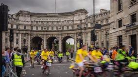 Συνετός γύρος ποδηλάτων του Λονδίνου timelapse απόθεμα βίντεο
