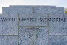 συνεχές ρεύμα ΙΙ ανασκόπησης αναμνηστικός κόσμος της πολεμικής Ουάσιγκτον μνημείων ορατός Στοκ φωτογραφίες με δικαίωμα ελεύθερης χρήσης