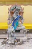 Συνεδρίαση αγαλμάτων βασιλιάδων Daemon με τη λόγχη στο χέρι Στοκ Φωτογραφίες
