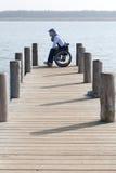 Συνεδρίαση ατόμων στην αναπηρική καρέκλα στοκ φωτογραφία με δικαίωμα ελεύθερης χρήσης