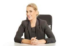 Συνεδρίαση επιχειρηματιών χαμόγελου στο γραφείο Στοκ Εικόνες
