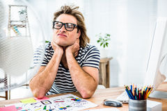 Συνεδρίαση επιχειρηματιών Hipster μπροστά από τον ανεμιστήρα και μορφασμός Στοκ Εικόνα