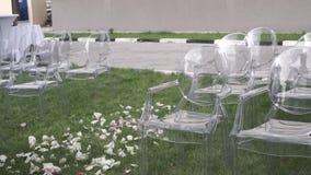 Συνεδρίαση θέσεων γαμήλιας τελετής Έδρες για τους γαμήλιους φιλοξενουμένους Οργάνωση γαμήλιων καρεκλών πριν από την τελετή απόθεμα βίντεο