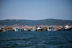 συνεδρίαση λιμένων κοριτσιών αλιείας βαρκών Στοκ εικόνες με δικαίωμα ελεύθερης χρήσης