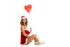 Συνεδρίαση κοριτσιών Santa με διαμορφωμένο το καρδιά μπαλόνι οριζόντιο στοκ φωτογραφία με δικαίωμα ελεύθερης χρήσης