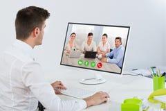 Συνεδρίαση μέσω video επιχειρηματιών με τους συναδέλφους Στοκ Εικόνες