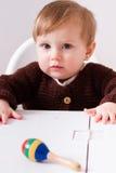 Συνεδρίαση μωρών στην καρέκλα μωρών Στοκ Φωτογραφία
