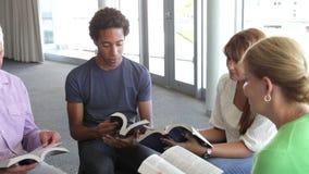 Συνεδρίαση της ομάδας μελέτης Βίβλων φιλμ μικρού μήκους