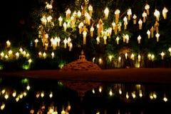 Συνεδρίαση του Βούδα κάτω από ένα δέντρο και Στοκ φωτογραφία με δικαίωμα ελεύθερης χρήσης
