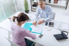 Συνεδρίαση των συμβούλων με έναν πελάτη Στοκ Εικόνα