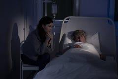 Συνεδρίαση Caregiver από τον ασθενή Στοκ φωτογραφία με δικαίωμα ελεύθερης χρήσης