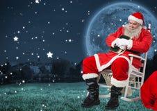 Συνεδρίαση Santa στην καρέκλα και ύπνος Στοκ εικόνες με δικαίωμα ελεύθερης χρήσης