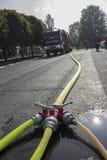 συνημμένος να είστε μάνικα πυρκαγιάς έκτακτης ανάγκης περίπτωσης που προετοιμάζεται στον τοίχο ήταν στοκ εικόνα με δικαίωμα ελεύθερης χρήσης