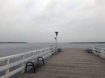 Συννεφιάζω λίμνη φθινοπώρου Στοκ Φωτογραφίες