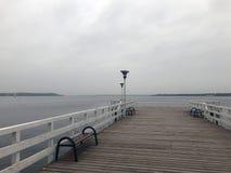 Συννεφιάζω λίμνη φθινοπώρου Στοκ φωτογραφίες με δικαίωμα ελεύθερης χρήσης
