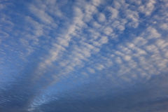 Συννεφιάζω ουρανός φωτός της ημέρας Στοκ Φωτογραφίες