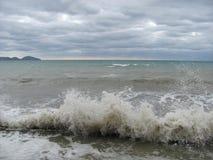 Συννεφιάζω τοπίο θάλασσας θύελλας στη Μαύρη Θάλασσα Στοκ Φωτογραφία