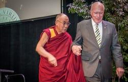 Συνοδείες Leahy ο Dalai Lama στη σκηνή στοκ εικόνες