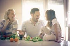 Συνομιλία στην κουζίνα στοκ εικόνα