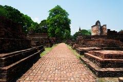 Συνολικά του wat mahatat και της διάβασης πεζών στο ιστορικό θόριο πάρκων sukhothai Στοκ Εικόνα