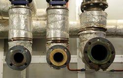 Συντήρηση μηχανών αερίου - δροσίζοντας κύκλωμα που αποσυνδέεται από τη μηχανή αερίου Στοκ εικόνες με δικαίωμα ελεύθερης χρήσης