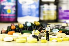 Συνταγή φαρμάκων για το φάρμακο επεξεργασίας Φαρμακευτικό φάρμακο, θεραπεία στο εμπορευματοκιβώτιο για την υγεία Θέμα φαρμακείων, Στοκ Φωτογραφία