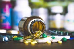Συνταγή φαρμάκων για το φάρμακο επεξεργασίας Φαρμακευτικό φάρμακο, θεραπεία στο εμπορευματοκιβώτιο για την υγεία Θέμα φαρμακείων, Στοκ φωτογραφία με δικαίωμα ελεύθερης χρήσης