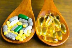 Συνταγή φαρμάκων για το φάρμακο επεξεργασίας Φαρμακευτικό φάρμακο, θεραπεία στο εμπορευματοκιβώτιο για την υγεία Θέμα φαρμακείων, Στοκ Εικόνα
