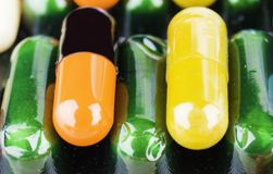 Συνταγή φαρμάκων για το φάρμακο επεξεργασίας Φαρμακευτικό φάρμακο, θεραπεία στο εμπορευματοκιβώτιο για την υγεία Θέμα φαρμακείων, Στοκ Εικόνες